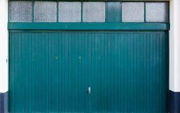 Serrure de porte de garage : comment l'installer ou la remplacer ?